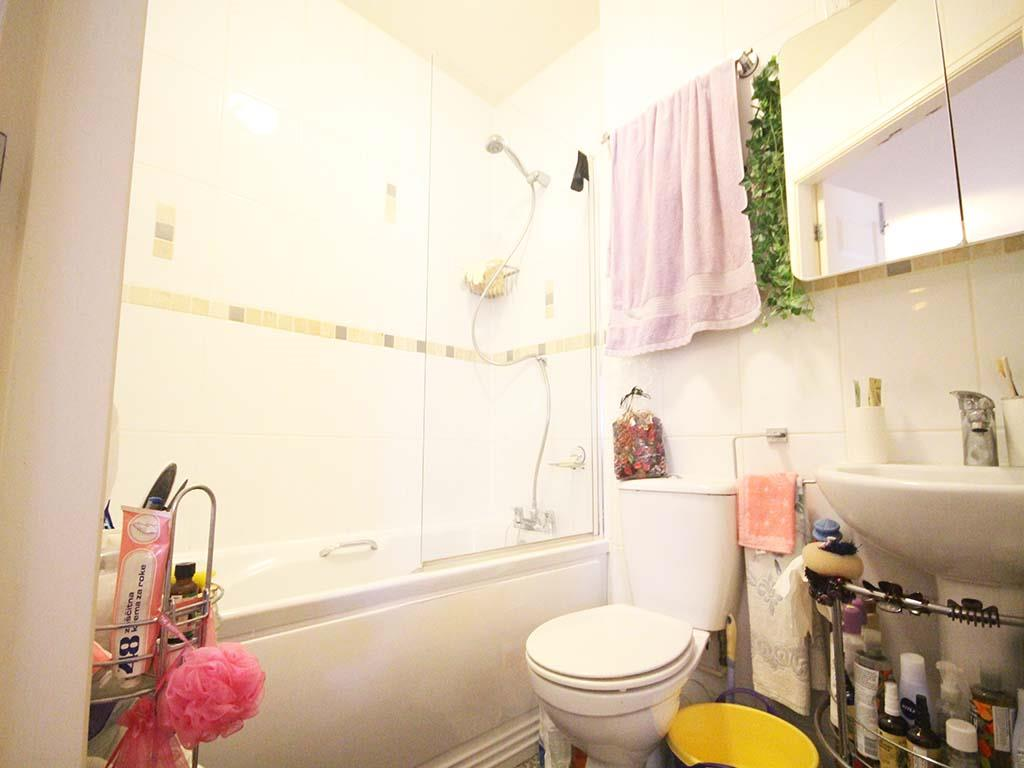 2 bedroom apartment For Sale in Colne - IMG_8107 2.jpg